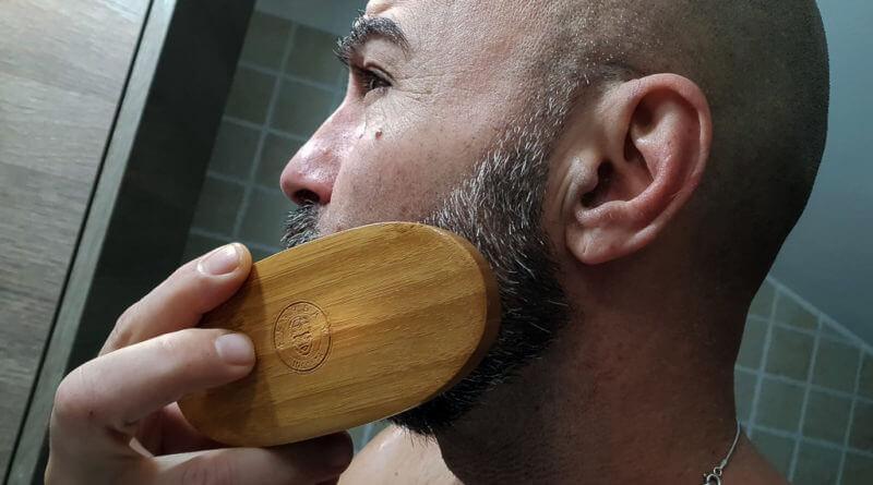 la barba è meglio il pettine o la spazzola