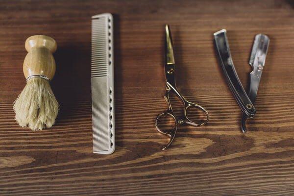 Tagliare la barba gli strumenti e accessori necessari