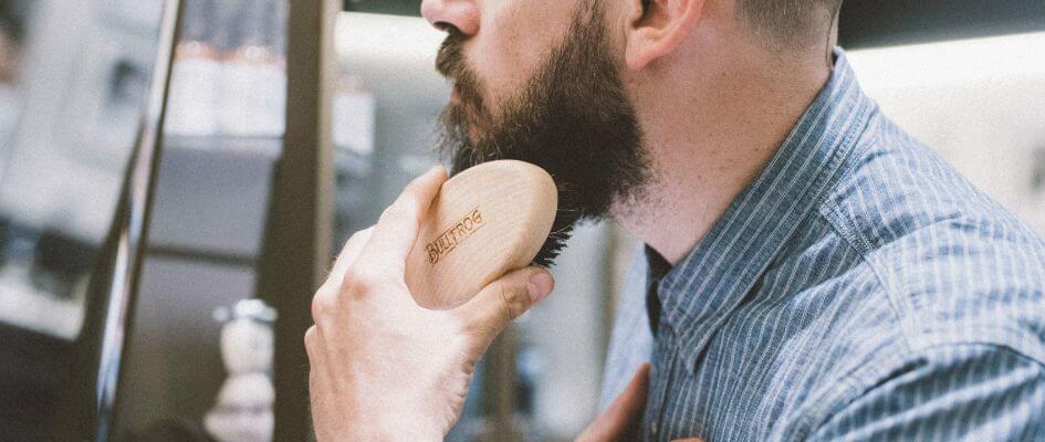 come eliminare i cattivi odori dagli strumenti per la barba