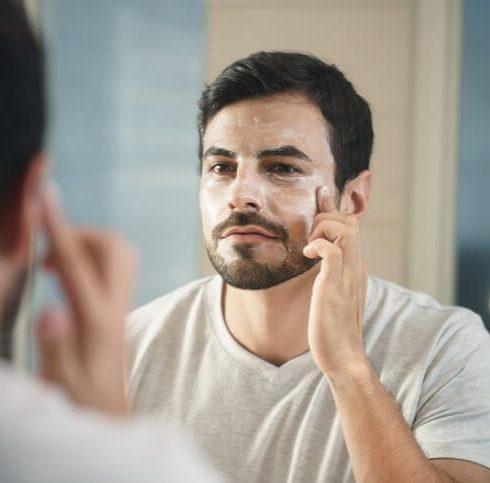detergente viso uomo l'importanza della cura del viso